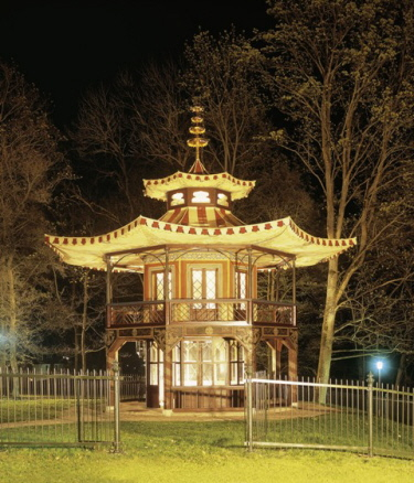 Lovely, very, very lovely - the Chinese Tower by night